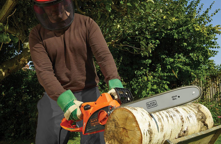 Best Electric Chainsaws: Buying Guide